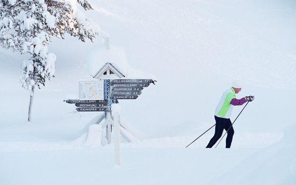 Saariselällä pääsee edelleen hiihtämään, vaikka rinteet ovat kiinni.
