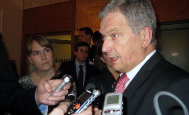 Tasavallan presidentti Sauli Niinistö puhui medialle Münchenissä perjantai-iltana.