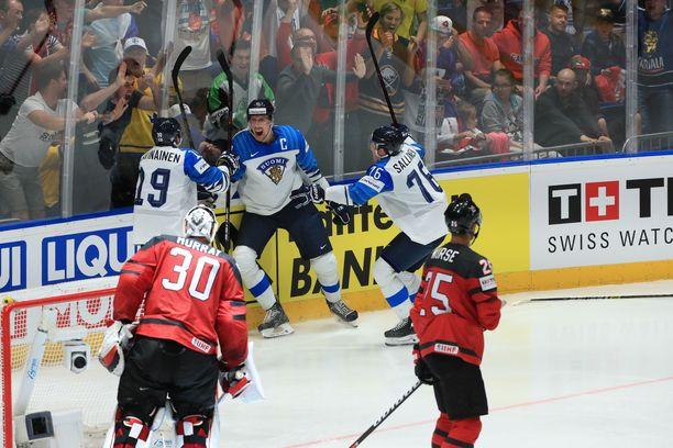 Leijonien uskomaton MM-turnaus päättyi maailmanmestaruusjuhliin. Joukkue oli todellakin täynnä leijonia.