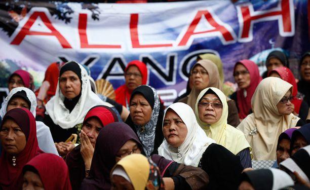 Musliminaiset ottivat kantaa oikeuden päätökseen Malesiassa.