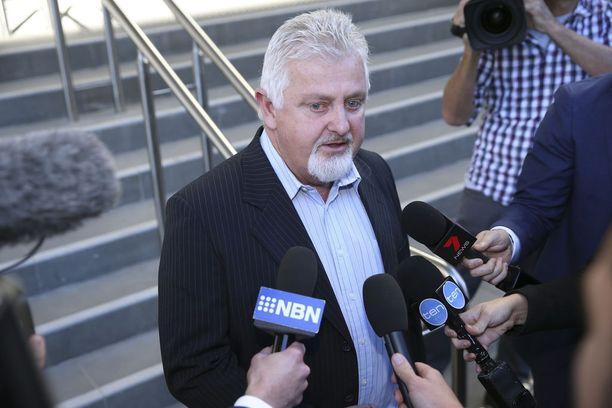 James Fletcherin hyväksikäyttämä Peter Gogarty sanoi oikeustalon edustalla medialle toivovansa, että arkkipiispa joutuu vankilaan.