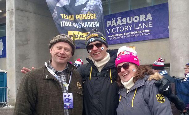 Juha Vidgrénillä, Eero Niskasella ja Tarja Niskasella oli toden totta aihetta leveään hymyyn.