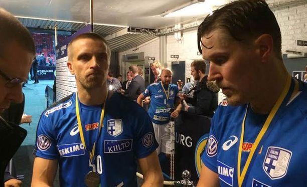 Tero Tiitu (vas.) kertoi olevansa ylpeä koko joukkueesta.