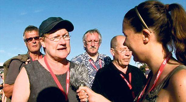Tänään esitettävässä Teräspallit-ohjelman jaksossa pahaa aavistamaton Tarja Halonen saa nenänsä eteen löyhkäävän mikrofonin.