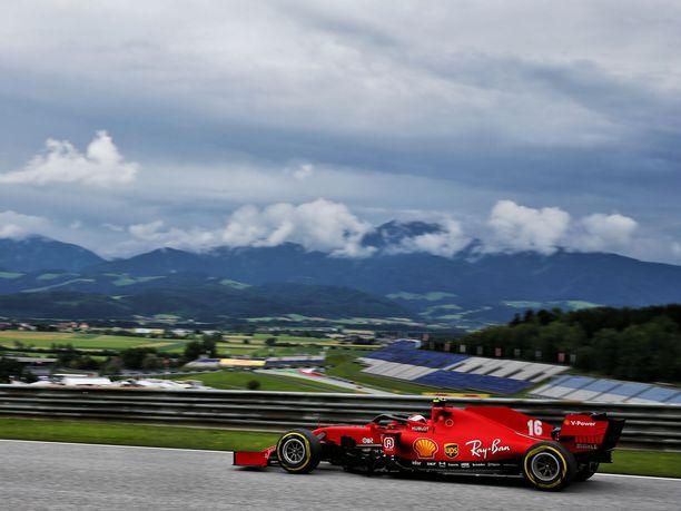 F1-kausi starttaa tänä viikonloppuna Itävallan Spielbergissä. Ferrari kunnioittaa avausviikonloppuna ensistä F1-kuljettajaa, Alex Zanardia.