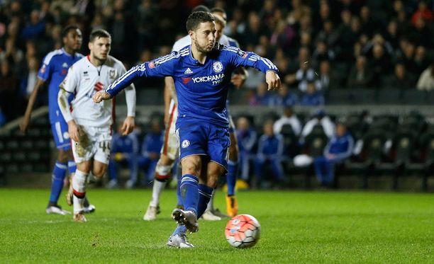 Eden Hazard sai kauden maalitilinsä auki rankkarista.