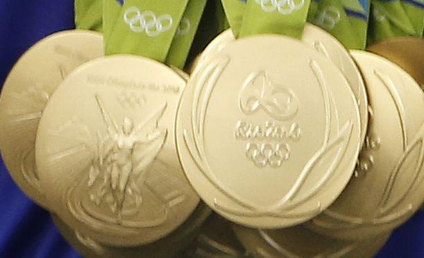 Kansainvälisen olympiakomitean mukaan kultamitalissa tulee olla vähintään kuusi grammaa kultaa.