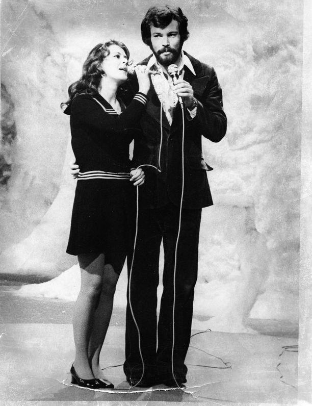 Päivi Paunu edusti Suomea Euroviisuissa vuonna 1972 yhdessä Kim Floorin kanssa.