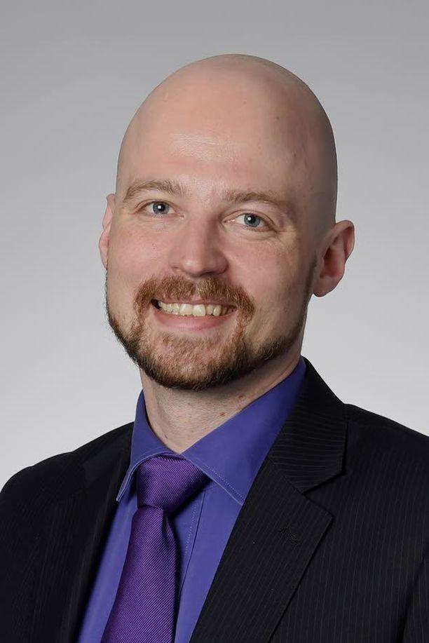 Kansanedustaja Mikko Kärnä (kesk).