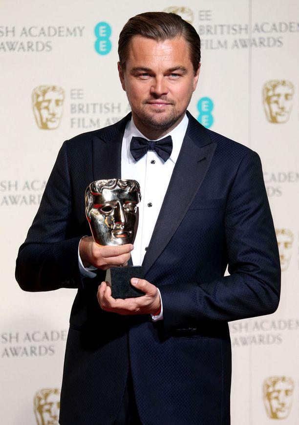 Näyttelijä Leonardo DiCaprio voitti parhaan miespääosan Baftan sunnuntaina järjestetyssä gaalassa.
