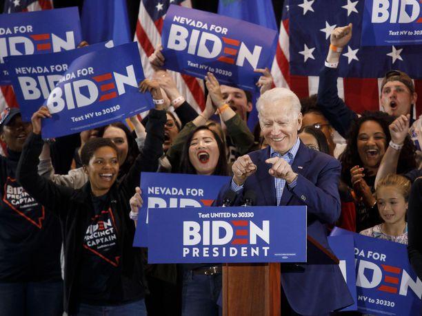 Joe Biden julistautui sunnuntaiaamuna Suomen aikaa Nevadan vaalikokousten kakkoseksi.