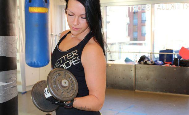 Kuntoilusta on tullut Saralle elämäntapa, eikä kiloja tarvitse enää tuijottaa.