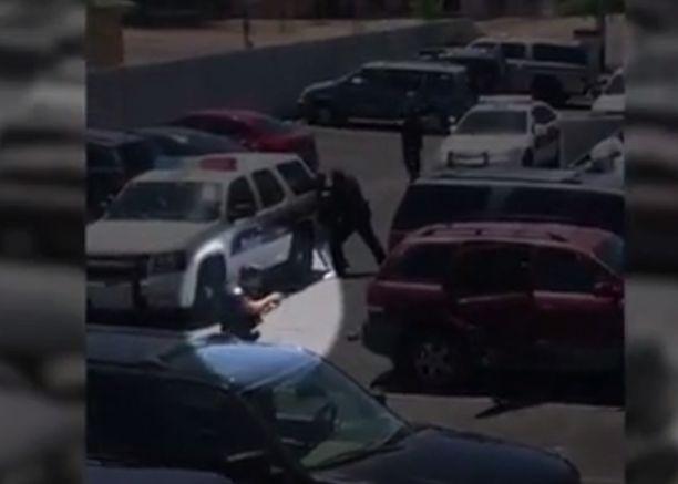 Phoenixin poliisilta vaaditaan miljoonakorvauksia rajusta kiinniotosta.