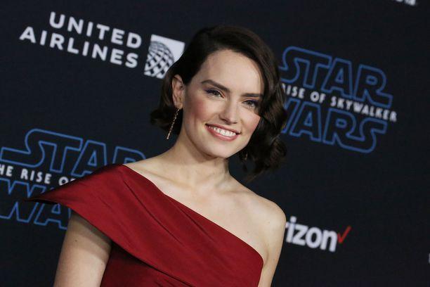 Daisy Ridley näyttelee uudessa Star Wars -elokuvassa Rey-nimistä hahmoa.