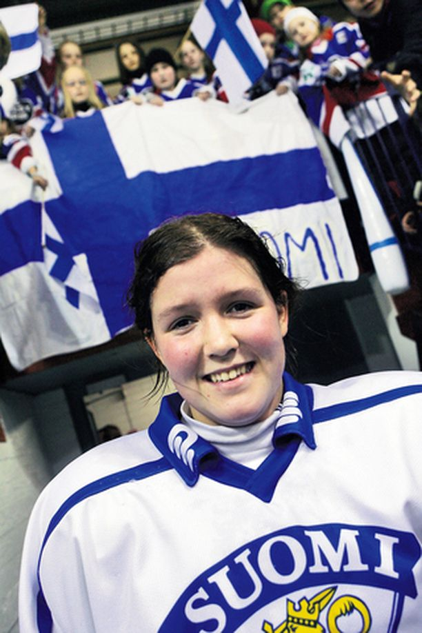 TANSKAN LAHJA SUOMELLE Michelle Karvinen on vasta 16-vuotias, mutta päävalmentaja Hannu Saintula odottaa hänestä jo lähivuosina maajoukkueen avainpelaajaa.
