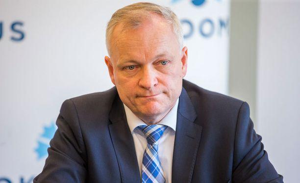 Kokoomuksen eduskuntaryhmän puheenjohtaja Kalle Jokinen kertoo, että kokoomus on hyväksynyt pääministerin ehdotuksen uudesta haliituspohjasta.