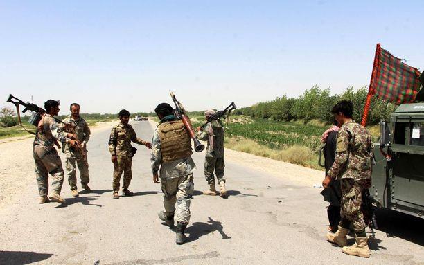 Afganistanin turvallisuusjoukot partioivat sunnuntaina Nawan alueella Helmandin provinssissa, jossa Taleban on iskenyt rajusti.