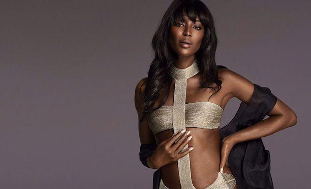Naomi Campbell työskentelee edelleen mallina. Hän on esiintynyt lähiaikoina muun muassa alusvaatejätti La Perlan kuvissa.