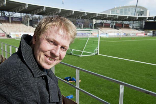 HJK:n toimitusjohtaja Aki Riihilahti tarjosi Telia 5G Areenan lastentapahtuman käyttöön.