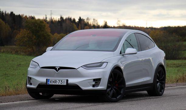 Kalliiden Tesla-mallien hinnat nousevat keskimäärin 3 prosenttia.