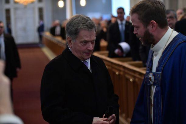Presidentti Sauli Niinistö ja piispa Teemu Laajasalo valtiopäivien avajaisten jumalanpalveluksessa.
