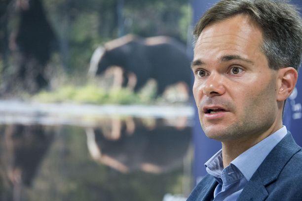 Sisäministeri Kai Mykkänen toivoo, että koventuvat tuomiot toimivat voimakkaampana pelotteena.