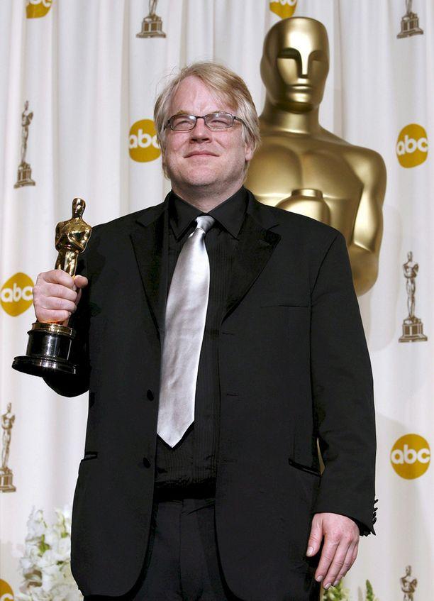 Hoffman pokkasi Oscar-palkinnon Capote-elokuvasta.