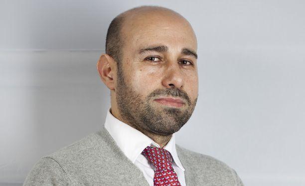 Alan Salehzadeh on tutkija ja luennoitsija, joka on erikoistunut Lähi-idän ja Pohjois-Afrikan geopoliittisiin konflikteihin.
