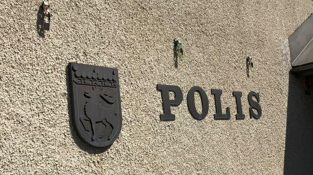 Kuulustelut jatkuvat Maarianhaminan poliisitalossa.