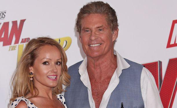 David Hasselhoff ja Hayley Roberts solmivat avioliiton heinäkuussa Italiassa. Nyt Hoff sanoo, ettei ole koskaan ex-vaimojaan rakastanutkaan.