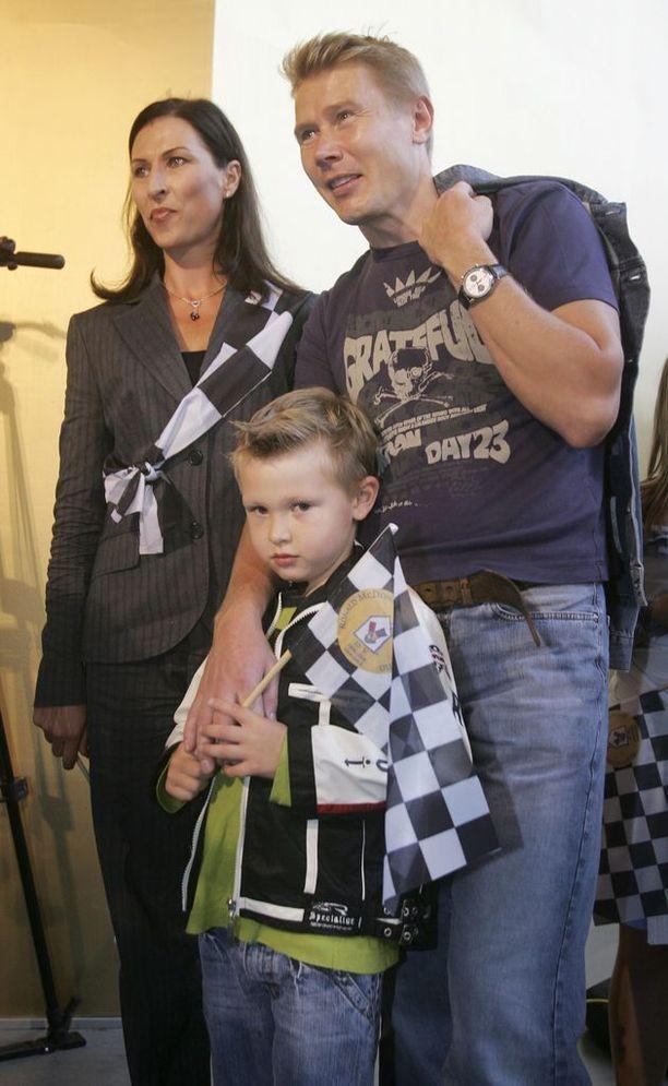 Vuonna 2006 Mika Häkkinen vei perheensä leffaan. Mukana Erja-vaimo ja Hugo-poika.