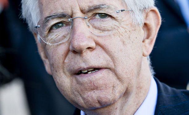Miksi Italian pääministeri Mario Monti ei pane maatansa edullisten lainojen pantiksi? Se estäisi nöyryytyksen ja säästäisi kymmeniä miljardeja.