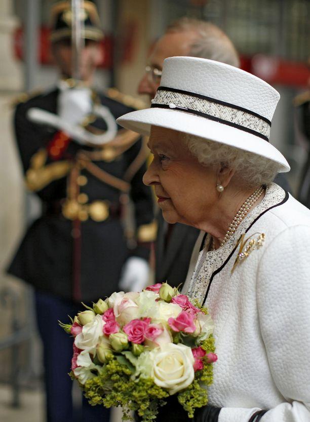 Kuningatar Elisabet on pitänyt samaista rintakorua useissa edustustilaisuuksissa vuoden 2007 jälkeen.
