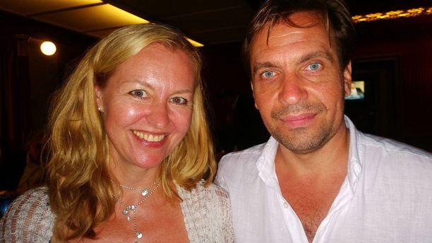 Janus Hanskin tuore vaimo Sarianna on showtanssin SM-mestari ja hän on tanssinut myös Marko Bjurströmin tanssiryhmässä.