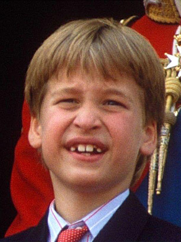 Vuonna 1990 otsatukkainen prinssi William oli 7-vuotias.