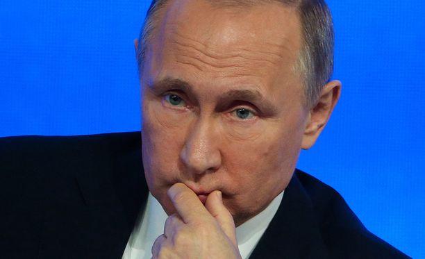 Putinin ja Suomen presidentin Sauli Niinistön välit ovat tutkijakaksikon mukaan samanlaiset kuin Suomen ja Venäjän välit nykyisin ovat: asialliset, käytännölliset ja kohtalaisen hyvät.