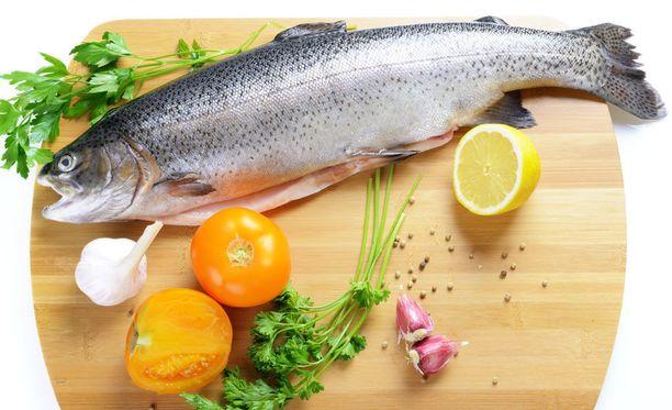Reippaasti kasviksia, oliiviöljyä, pähkinöitä, kalaa ja täysjyväviljoja sisältävä välimeren ruokavalio takaa Richard Hoffmanin mukaan oivallisesti riittävän B1-vitamiinin saannin.