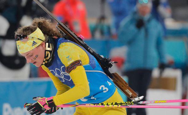 Hanna Öberg voitti olympiakultaa, mutta joutuu karsimaan maailmancupin yhteislähtöön.