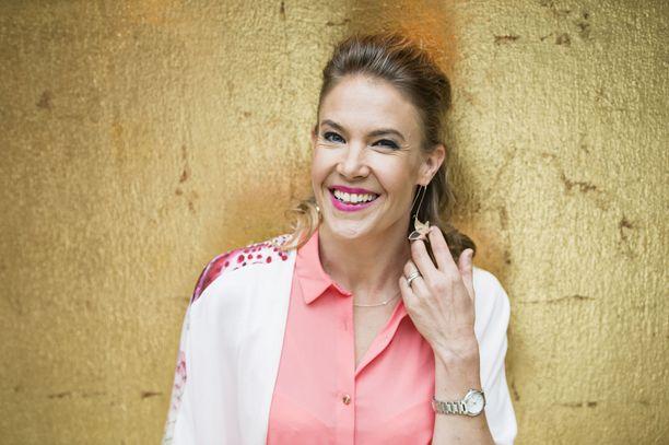 Ella Kanninen tekee paluun Puoli seitsemän -ohjelmaan.