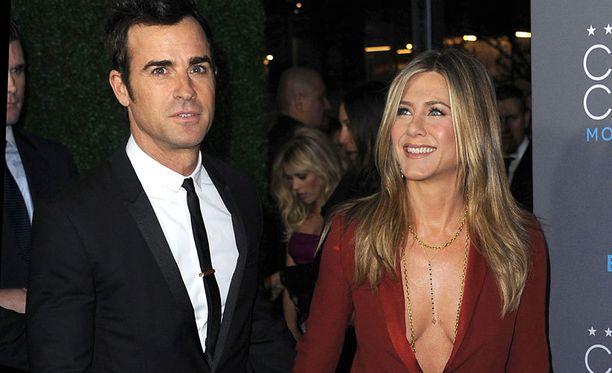 Jenniferin seurana gaalassa oli puoliso Justin Theroux.