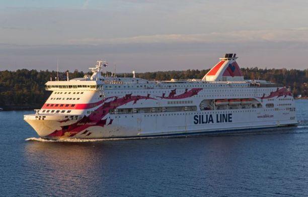 Puolet Tukholmasta Turkuun matkalla olevan laivan sähköjärjestelmästä meni poikki alkuiltapäivästä.