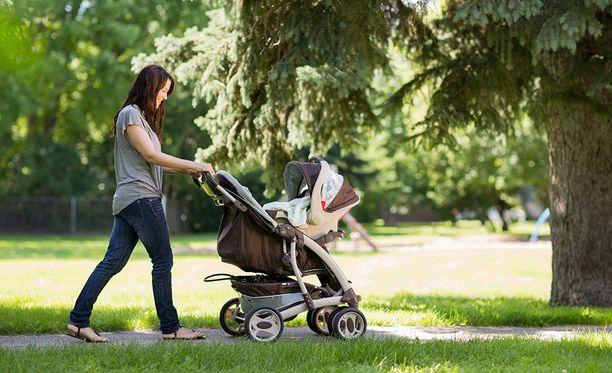 Tilastokeskus kertoi huhtikuussa, että syntyneiden määrän lasku oli viime vuonna suhteellisesti suurinta 1970-luvun alun jälkeen.