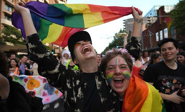 Australialaiset iloitsivat tasa-arvoisen avioliittolain vuoksi, kun kansanäänestyksen tulos selvisi 15. marraskuuta.