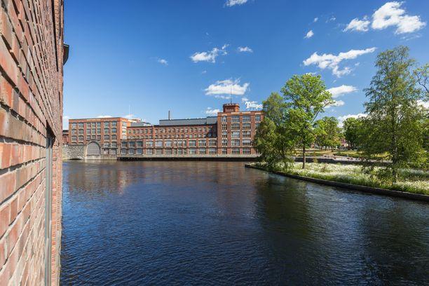 Ilmoitus kelluvasta vainajasta Tammerkoskessa tuli Vuolteentori 6:n kohdalta Tampereen ydinkeskustasta.