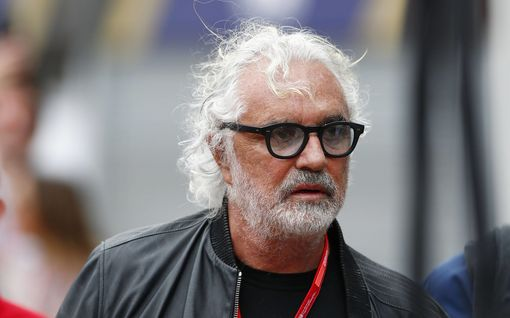 Flavio Briatore raivostui yökerhojen sulkemisesta: entinen F1-pomo sairastui nyt koronaan – tilaa kuvataan vakavaksi