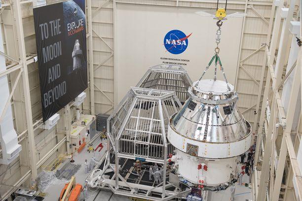 Astronautit Kuuhun vievä avaruusalus Orion on rakenteilla.