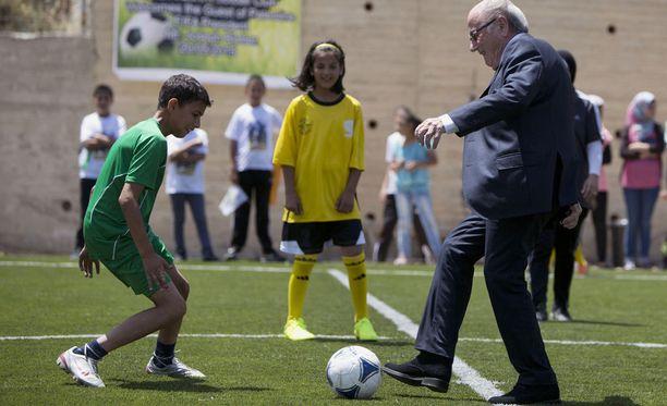Sepp Blatterin mukaan pallo on Fifan kongressilla, ainakin mitä hänen kohtaloonsa järjestön puheenjohtajana tulee.