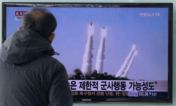 Eteläkorealaiset uutiskanavat kertoivat laajalti Pohjois-Korean väitetyistä uusista ohjuskokeista.