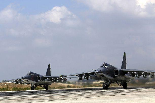 Venäjä mahtailee aseilla. Syyriassa (josta kuva) se on testannut uusia asejärjestelmiä.