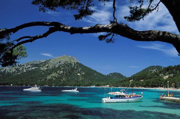 Välimereltä löytyy saaria moneen makuun.
